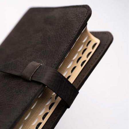 Biblie handmade lucrată manual [2]