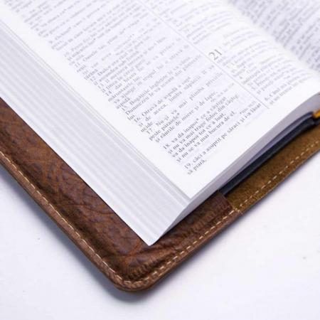 Biblie handmade lucrată manual [3]