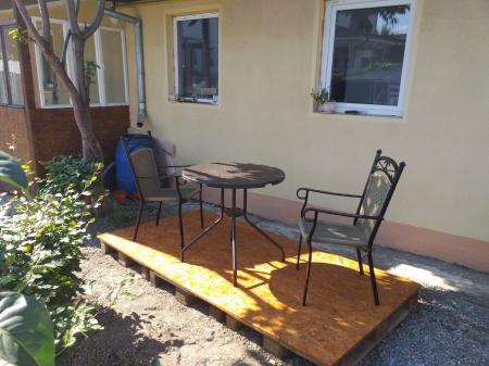 Masa tip Bistro lemn design - 80x80x75 cm - rotunda ABS culoare maro inchis cu 3 scaune [0]