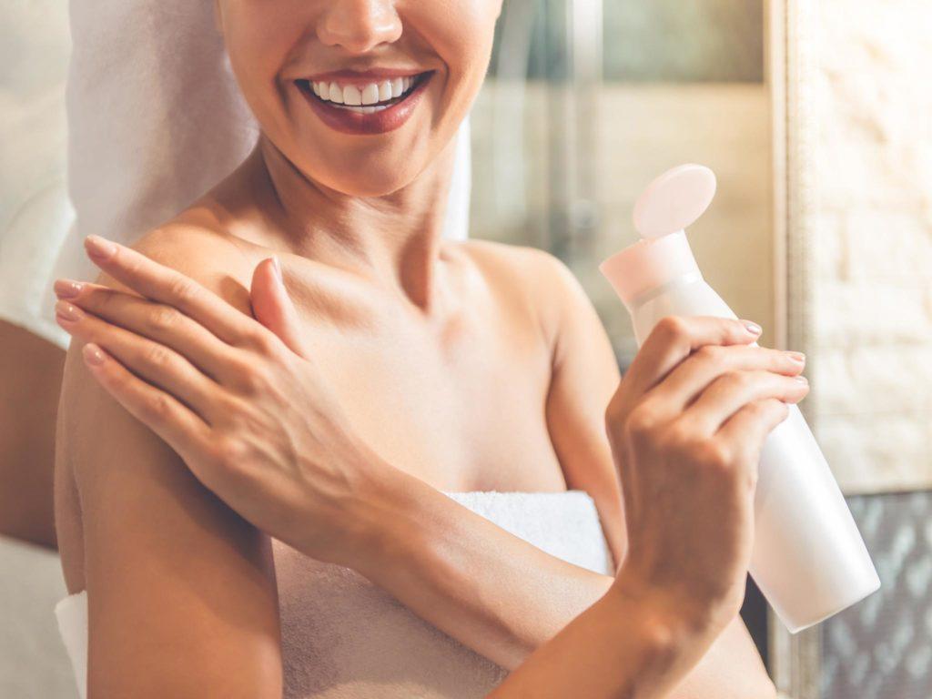 """5 produse """"must-have"""" pentru rutina de îngrijire a pielii pe timpul verii"""