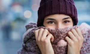 Cum să îți menții tenul hidratat în sezonul rece?