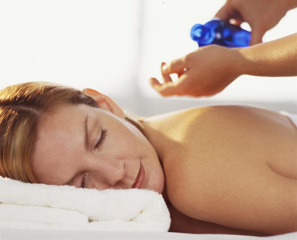 Masajul terapeutic pentru femeile însărcinate – cum influențează nașterea?
