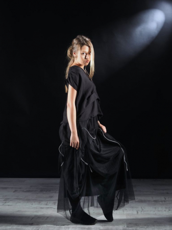 Tricou Negru Cutat In Fata [5]